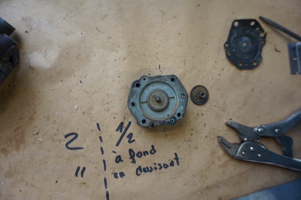 Work on the Rover 75 carburettor (by our French  lad)